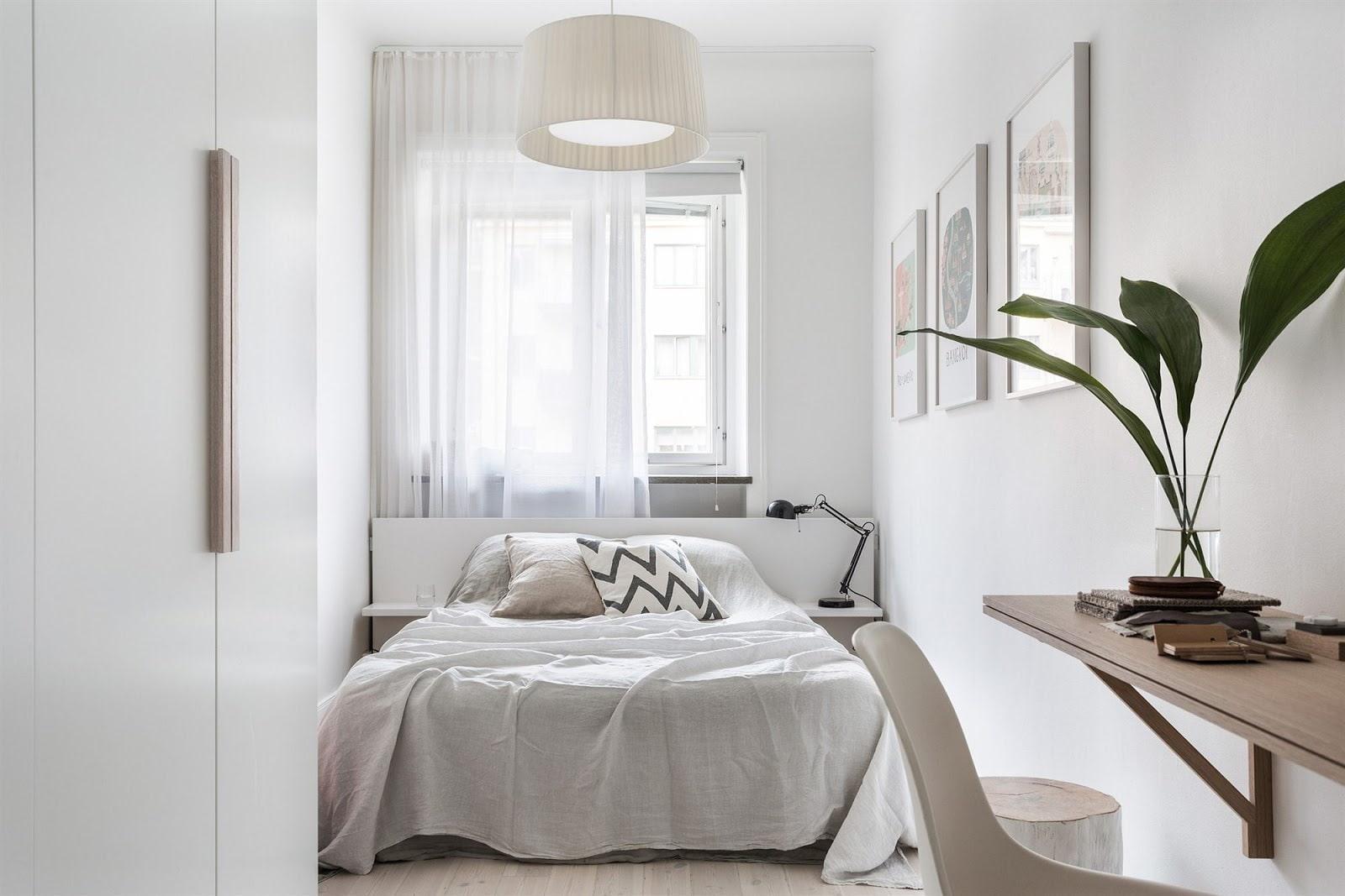 кровать изголовьем к окну фото дизайна