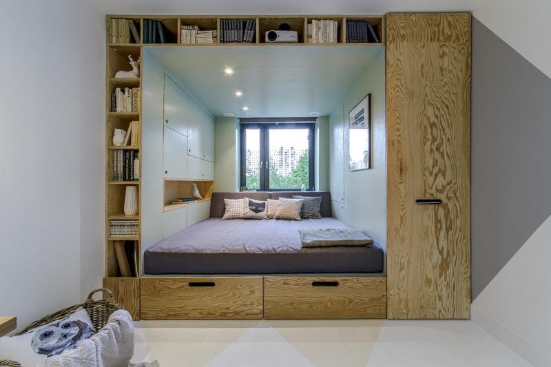 кровать изголовьем к окну идеи