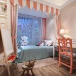кровать у окна в спальне дизайн