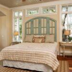 кровать у окна в спальне идеи дизайн