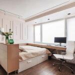 кровать у окна в спальне идеи декор