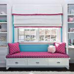 кровать у окна в спальне фото интерьер