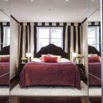 кровать у окна в спальне идеи интерьера