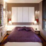 кровать у окна в спальне фото оформление