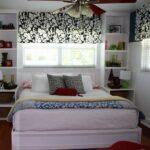 кровать у окна в спальне варианты
