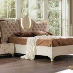 кровать у окна в спальне варианты идеи