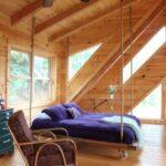 кровать у окна в спальне виды фото