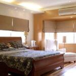 кровать у окна в спальне виды дизайна