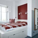 кровать у окна в спальне фото дизайн
