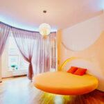 круглая кровать желтая