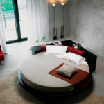круглая кровать в загородный дом