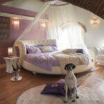 круглая кровать с накидкой