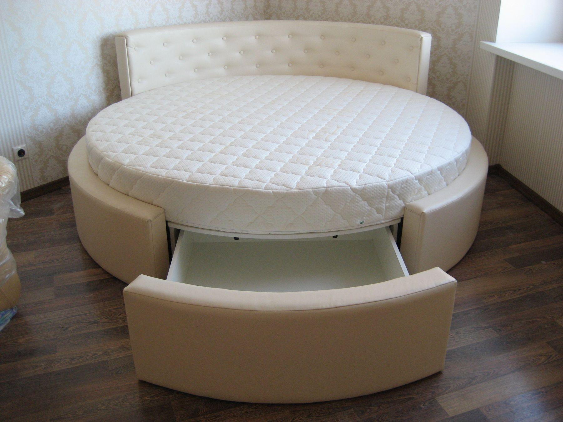 кровать большого диаметра