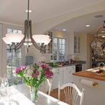 лампа над кухонным столом идеи декор