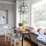 лампа над кухонным столом интерьер