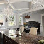 лампа над кухонным столом интерьер фото