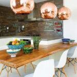 лампа над кухонным столом фото интерьера