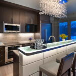 лампа над кухонным столом интерьер идеи