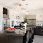 лампа над кухонным столом оформление идеи