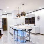 лампа над кухонным столом идеи оформления