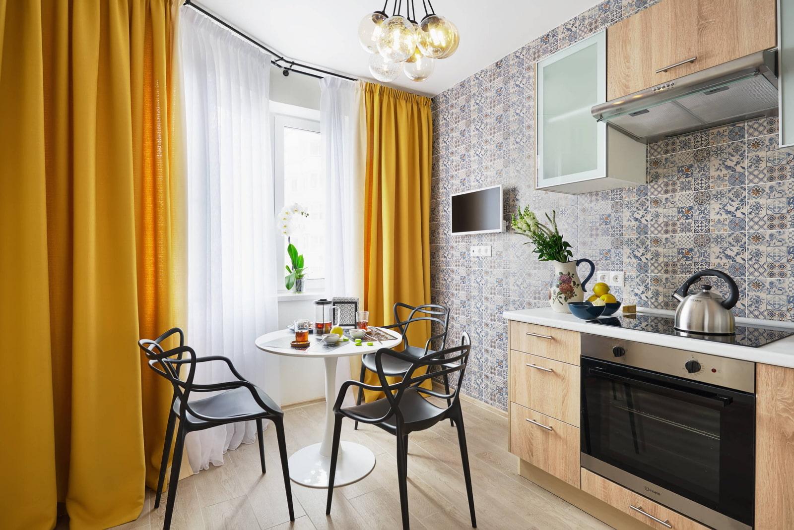 Какие выбрать шторы в светлую кухню фото