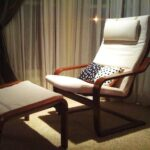 мягкое кресло с подножкой