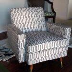 мягкое кресло с зигзагами