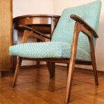 мягкое кресло светло-голубое
