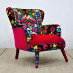 мягкое кресло цветастое