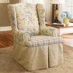 мягкое кресло с оборкой