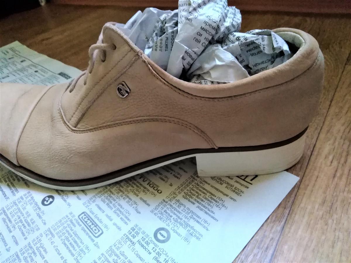 набить бумагой обувь