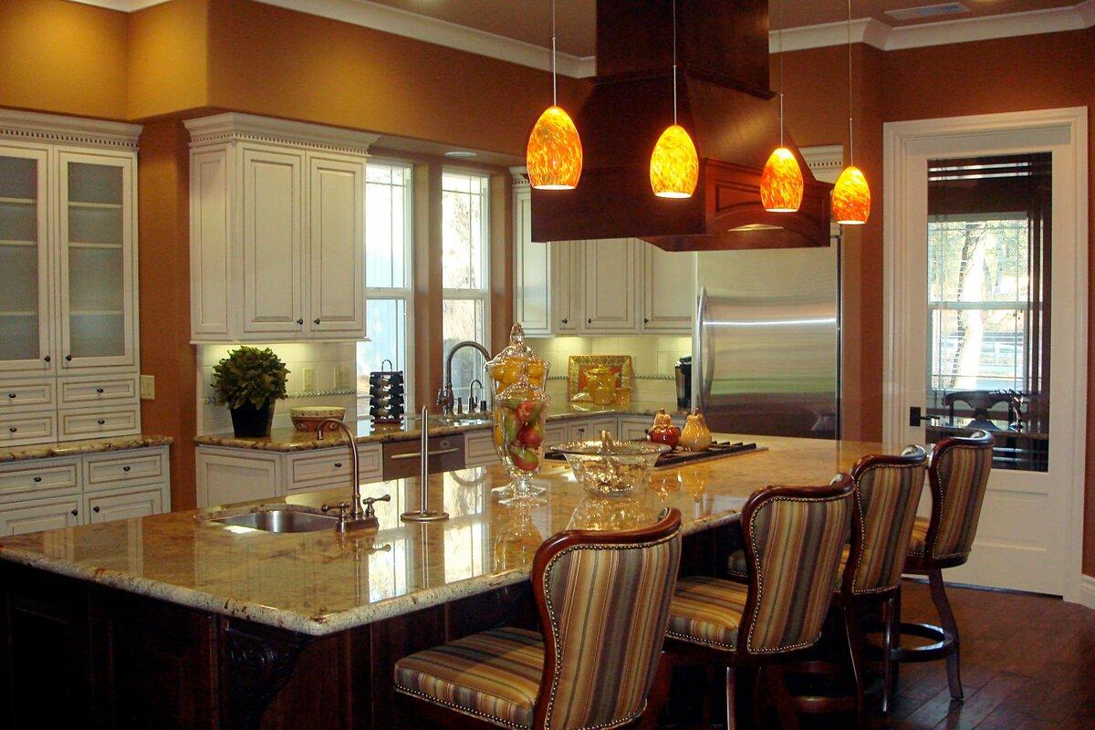 освещение над кухонным столом дизайн фото