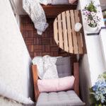 столик на балкон рейки