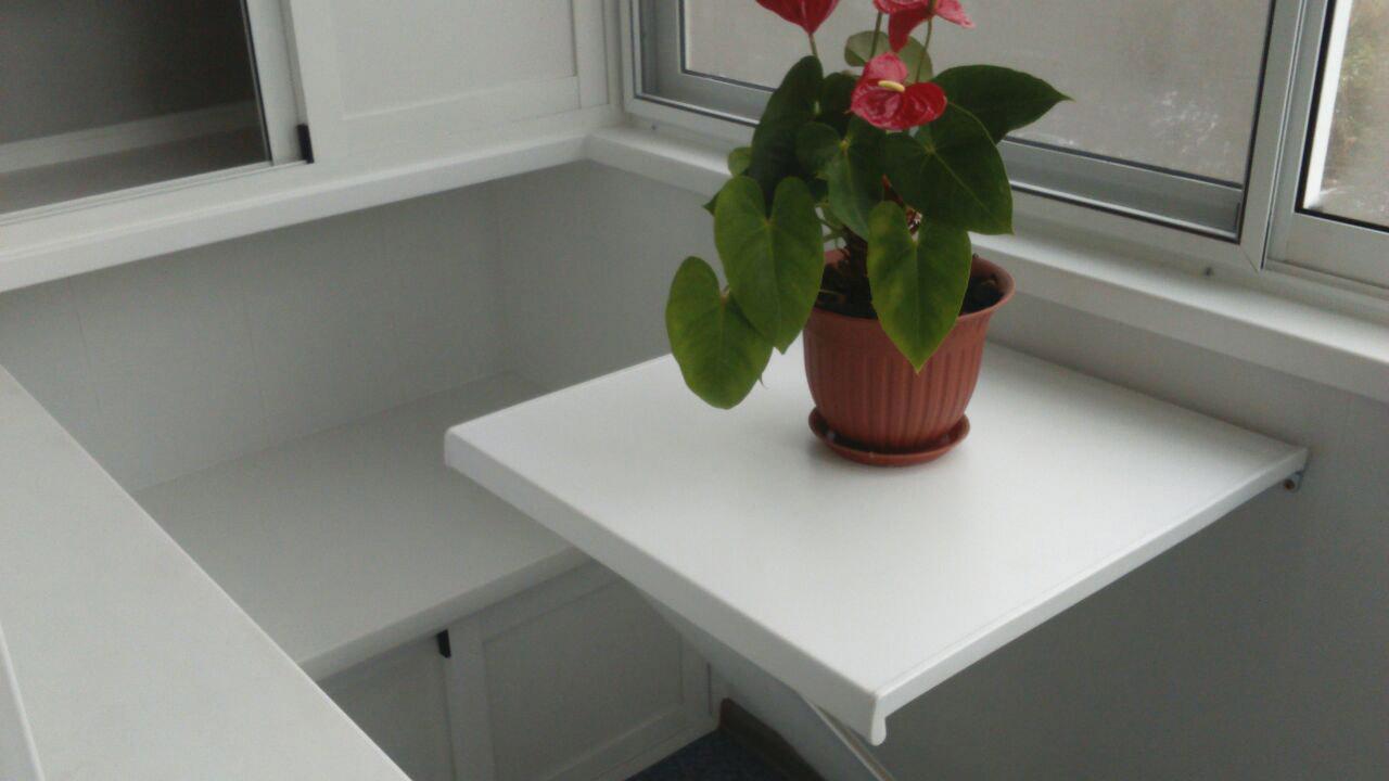 столик на балкон для цветка