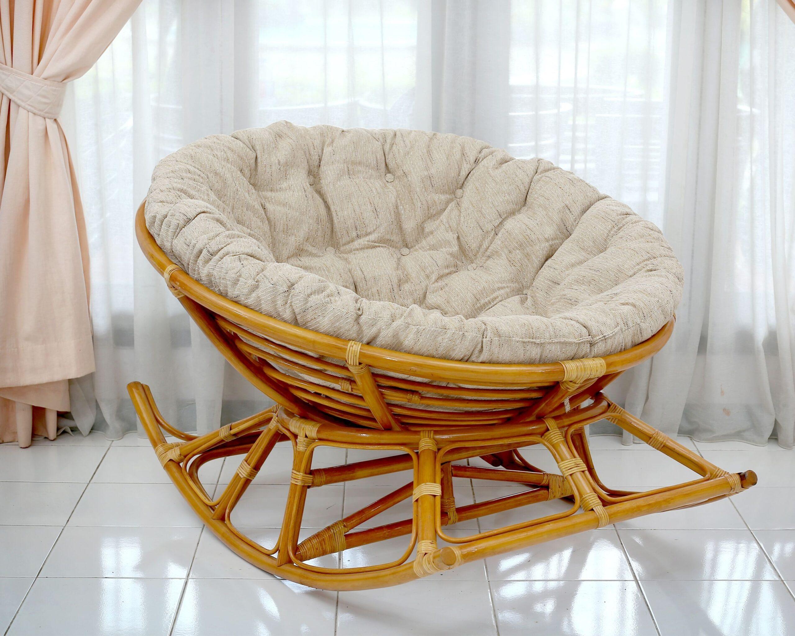 большая подушка на сиденье