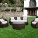 коричневая плетеная мебель