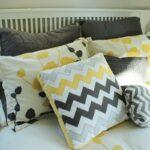 подушки на кровати фото