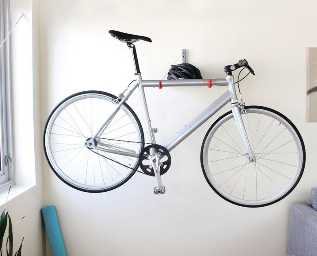 подвешенный на хранение велосипед