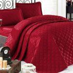 покрывало на кровать красное