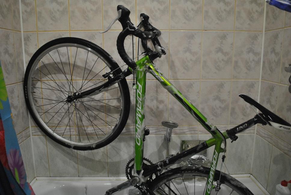 помыть велосипед дома