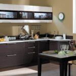 кухонный гарнитур островной коричневый