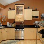кухонный гарнитур в коричневыйх тонах