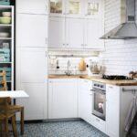 кухонный гарнитур белый с еревом