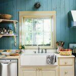 кухонный гарнитур на синем фоне