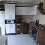 кухонный гарнитур угловой коричневый