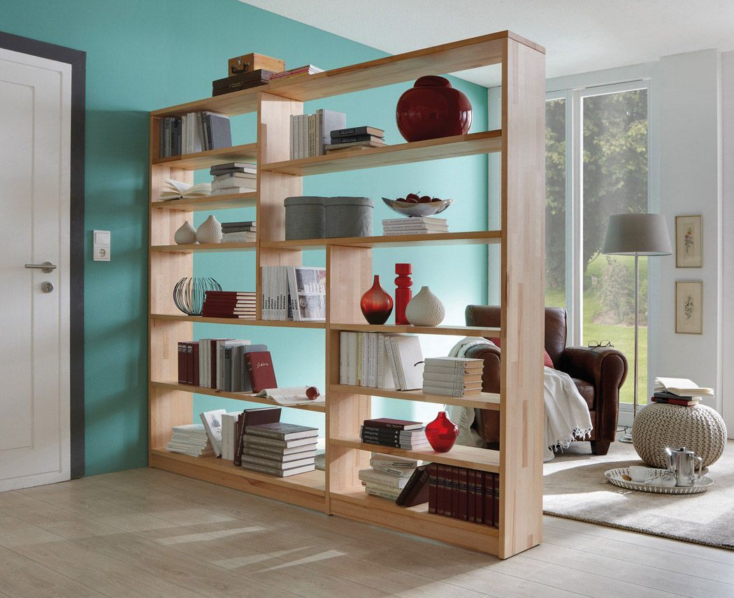 размещение книг в шкафу перегородке