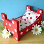 кровать из картона красная