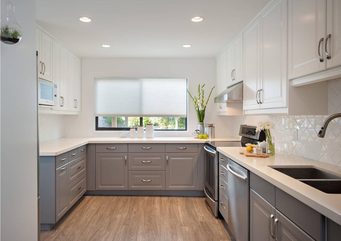 серый с белым на кухню