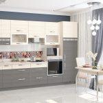 серая кухня с цветами