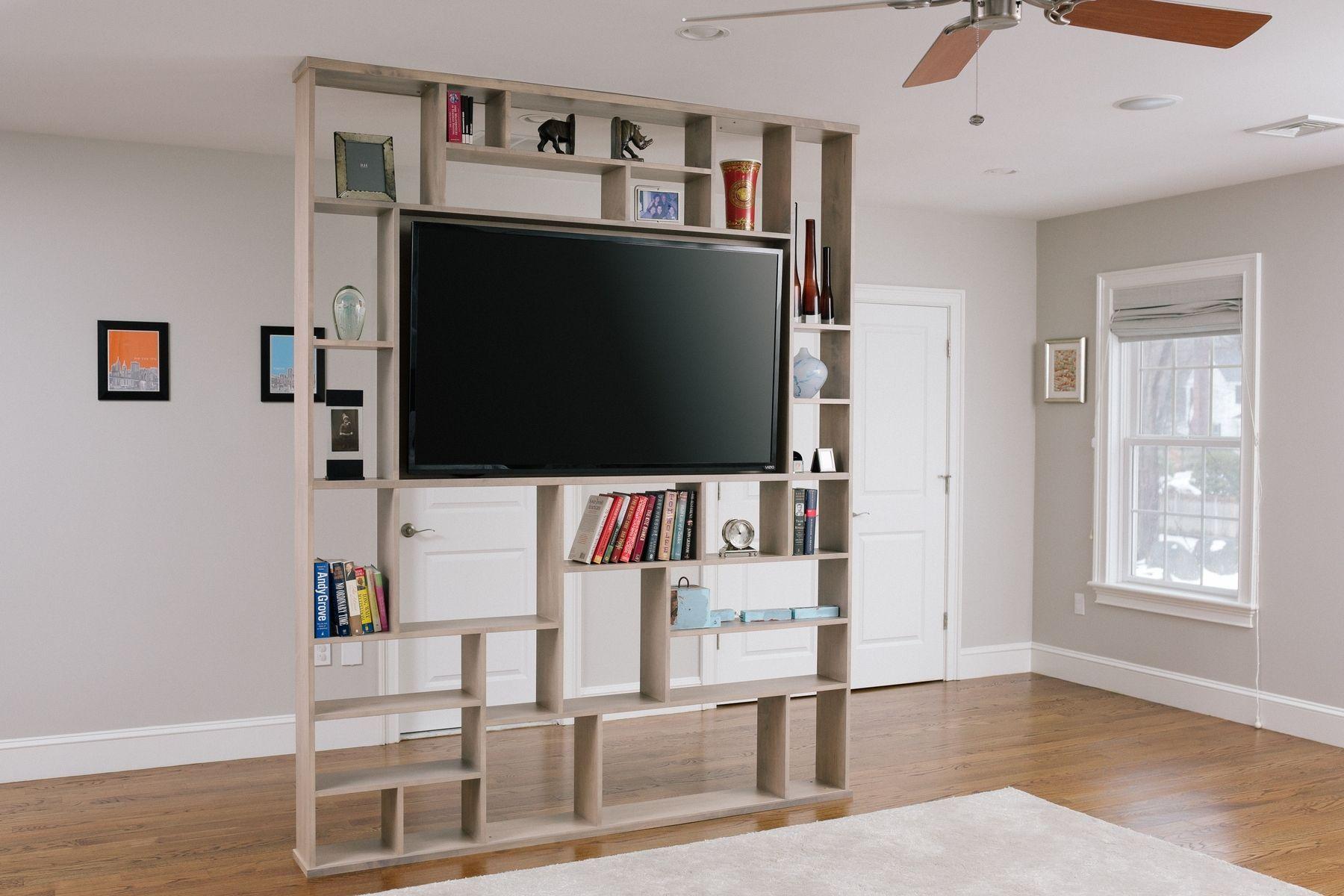 шкаф-перегородка с телевизором